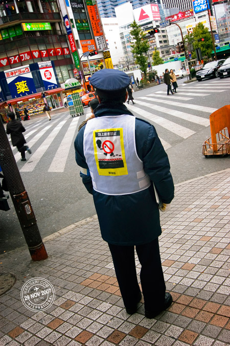 No smoking on the streets of Tokyo officer