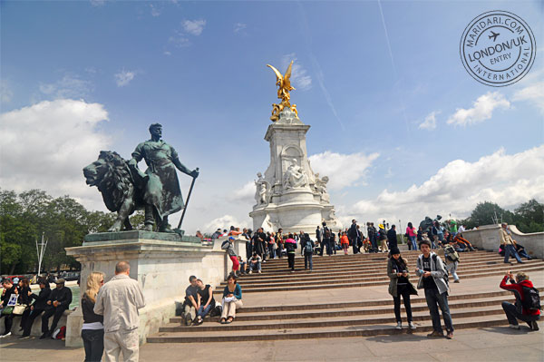 Victoria Memorial near the Buckingham Palace gate - a statue in white marble and gold