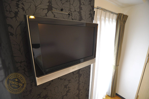 B-SITE Akihabara Apartment in Tokyo, Japan review and images - flat screen LCD  TV