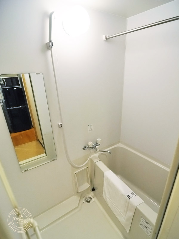 SITE Akihabara. Nice clean bathroom with small tub and mirror