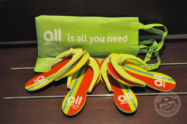 All Seasons Legian Bali review - free stuff in the hotel room: colorful flip flops