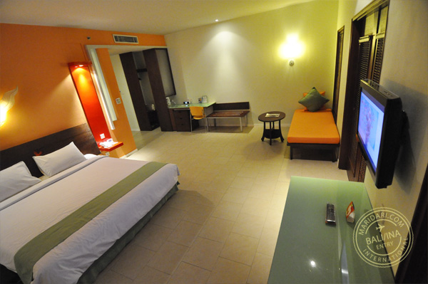 All Seasons Legian Bali - image of bedroom showing queen bed, daybed, desk